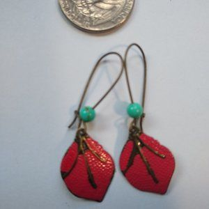 Earring turquoise bead with red enamel leaf